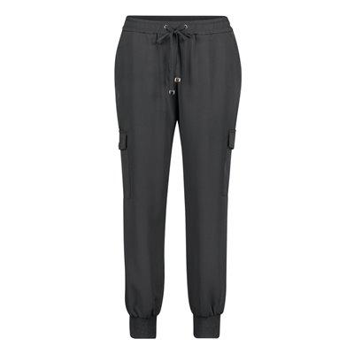 Czarne spodnie (joggery) Betty&CO